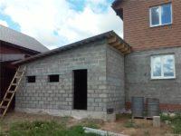 Пристройка гаража к дому из пеноблоков